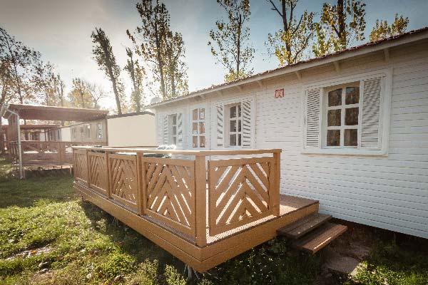 mirabella_camping_merkur_haz_terasz